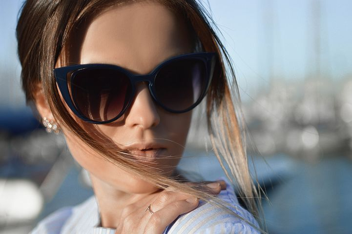 The 5 Best Benefits of Wearing Prescription Sunglasses