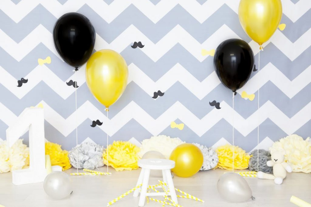 black and yellow balloon centerpieces