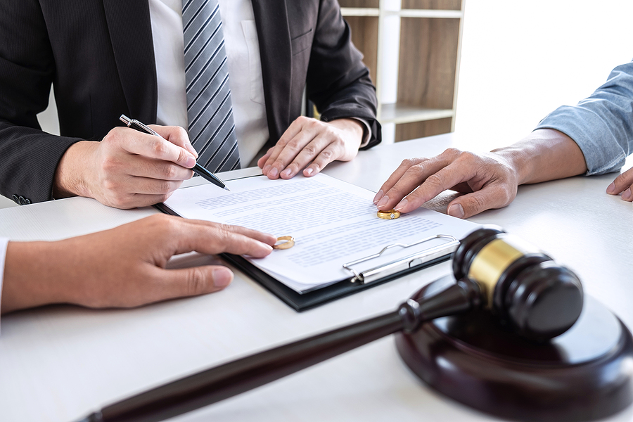 Family lawyer in Sydney helping a couple on their separation